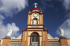 Arg Shape för domkyrkaKlocka torn som fasad bygger yttre San Jose Costa Rica arkivbild