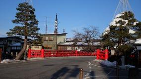 Arg snö för röd övergångsställe för broJapan väg på signalRoaden för ljus för vägsnöväg i Japan royaltyfri fotografi