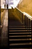 Arg underjordisk passage för folk Royaltyfria Foton