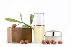 Argan προϊόντα στο άσπρο υπόβαθρο Στοκ Εικόνα