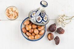 Argan φρούτα σε ένα μαροκινό tajine Στοκ εικόνες με δικαίωμα ελεύθερης χρήσης
