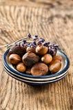 Argan fruit in een Marokkaanse schotel stock foto
