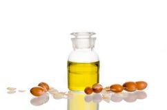 Argan olie met vruchten stock foto