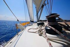 Argano su un yacht di navigazione Immagini Stock Libere da Diritti