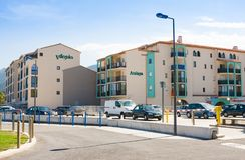 ARGELES SUR MER, ΓΑΛΛΊΑ - 9 ΙΟΥΛΊΟΥ 2016: Διαμέρισμα Atalaya και Villegiales, argeles-sur-Mer Αυτοί είναι οικογένεια προσανατολισ Στοκ φωτογραφία με δικαίωμα ελεύθερης χρήσης