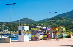 ARGELES SUR MER, ΓΑΛΛΊΑ - 9 ΙΟΥΛΊΟΥ 2016: Λιμένας argeles-sur-Mer και του κτηρίου, κοινότητα στο υπόστεγο vermeille στο Πυρηναίο- Στοκ Εικόνα