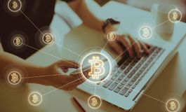 Argent électronique, transferts de blockchain et concept de finances Photographie stock libre de droits
