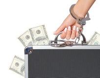 Argent, caisse de billets d'un dollar dans la main femelle avec des menottes, d'isolement Photo stock