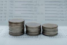 Argent d'économie et opérations bancaires de compte pour le concept d'affaires de finances images libres de droits