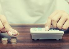 Argent d'économie et opérations bancaires de compte pour le concept d'affaires de finances image stock