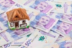 Argent d'économie pour acheter une maison Image stock