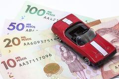 Argent d'économie pour acheter une voiture photo stock