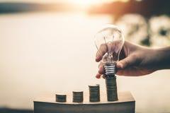 Argent d'économie pour la future durabilité photo stock