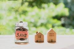Argent d'économie pour le concept de achat de maison Photographie stock