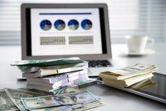argent d'ordinateur portatif Photographie stock libre de droits