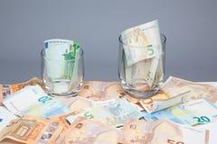 Argent dans d'euro billets et monnaie image libre de droits