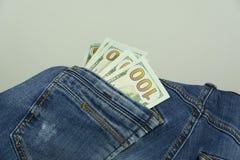Argent dans des jeans de poche Photos stock