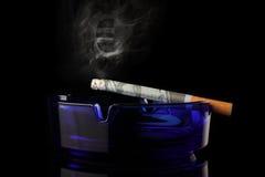 Argent de fumage Photographie stock libre de droits
