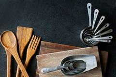 Argent de vintage et frontière en bois d'approvisionnements de cuisson Photo libre de droits