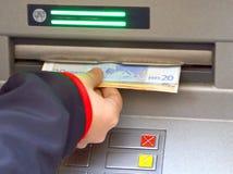 Argent des distributeurs automatiques de billets automatiques d'atmosphère Photo stock