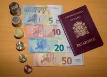 Argent espagnol - pièces et billets des euros photographie stock libre de droits