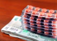 Argent et fournitures médicales photographie stock libre de droits