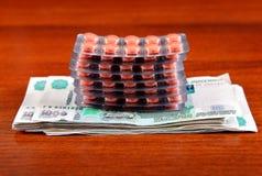 Argent et fournitures médicales russes photo stock