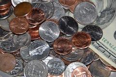 Argent et pièces de monnaie photographie stock libre de droits