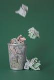 Argent gaspillé - euro factures Photographie stock