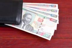 Argent kenyan dans le portefeuille noir