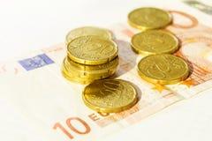 Argent liquide avec des pièces de monnaie et la devise Photo libre de droits