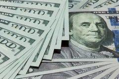Argent liquide 100 dollars de fond Image libre de droits