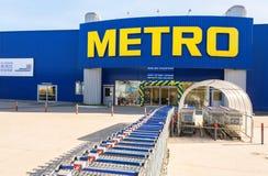 Argent liquide et Carry Samara Store de MÉTRO Photos libres de droits
