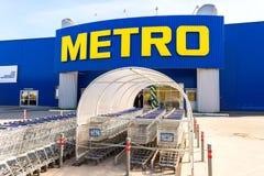 Argent liquide et Carry Samara Store de MÉTRO Image libre de droits