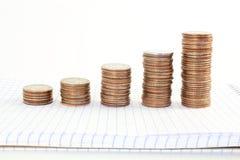 Argent ou graphique ou argent de pièce de monnaie s'élevant ou enregistrant le concept sur le fond blanc Photo libre de droits