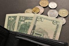 Argent, pi?ces, portefeuille de billets - c'est tous les argent et finances photographie stock