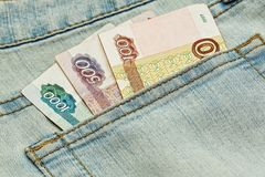 Argent russe dans la poche de jeans Photographie stock libre de droits