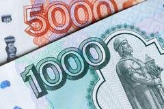 Argent russe des roubles de 1000 et 5000 milliers Photo libre de droits