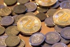 Argent virtuel de cryptographie des bitcoins d'or photos libres de droits