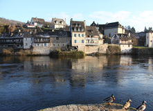 Argentat Flussuferhäuser stockfotos