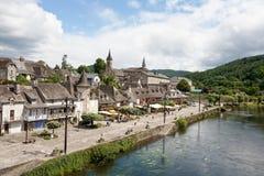 Argentat (a lo largo de Dordogne) imágenes de archivo libres de regalías