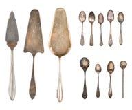 Argenteria d'annata, cucchiai antichi, forchette, coltelli, siviera, pale del dolce, bollitore, vassoio e secchiello del ghiaccio fotografie stock
