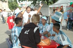 Argentijnse Voetbalventilators bij de de Voetbalwereldbeker van 2006 in Berlijn op 29 Juni, 2006 één dag vóór de kwartfinale Stock Fotografie