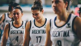 Argentina basketspelare på slutet av basketmatchen ARGENTINA vs AUSTRALIEN royaltyfri foto