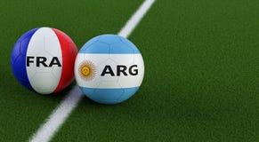 Argentina contra Fósforo de futebol de França - bolas de futebol em cores nacionais de Argentinas e de França em um campo de fute Imagens de Stock Royalty Free