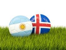Argentinië versus IJsland Het concept van het voetbal Voetballen met vlaggen op gr. royalty-vrije illustratie