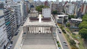 Argentinian& x27; opinión del cielo del monumento de la bandera de s imágenes de archivo libres de regalías
