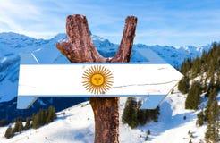 Argentinien-Holzschild mit Alpenhintergrund Lizenzfreie Stockfotos