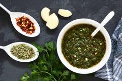 Argentinische grüne Chimichurri-Salsa stockfoto