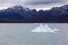 Argentino Lake Ice Block Fotografering för Bildbyråer